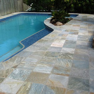 Natural Blend Quartzite Pool Pavers and Rounded Square Coping