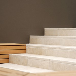 Tumbled Travertine 400x400mm stairs