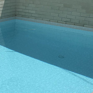 CMC473 Urban White used to fully tile the pool