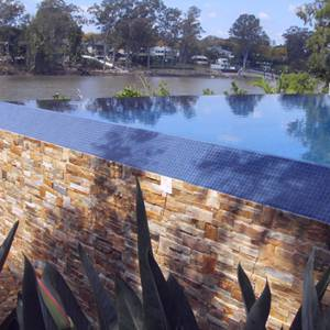 Beautiful tiled swimming pool which used GC100 Charcoal glass mosaic tiles
