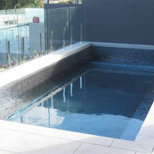 GC102 Charcoal Pearl glass mosaic tiles used to tile this pool interior