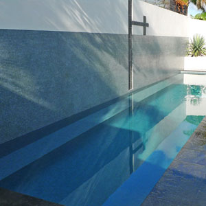 GC150 Mid Grey Speckle fully tiled in pool