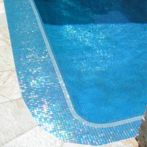 Swimming pool tiled with GC185 Sky Blue Pearl blend mosaic tiles