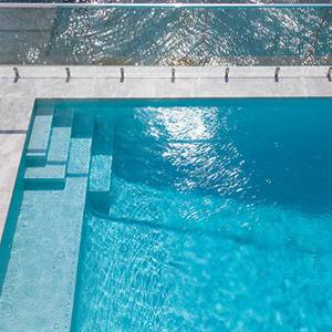 Tiled pool using GC420 Alpinel 20mm glass mosaics