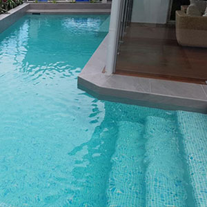 GC430 Kimberley Glass mosaic tiles tiling a pools interior