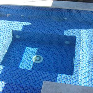 Pool interior tiled with GCR080 Mid Blue Blend Crystal 23mm mosaic tiles