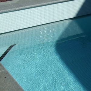 Stunning fully tiled pool with GCR220 White Crystal 23mm glass mosaic tiles